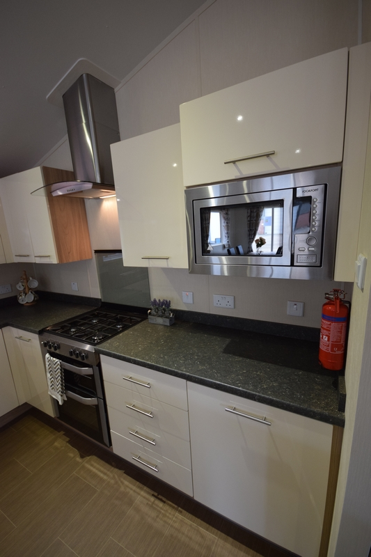 Sunrise Lodge II Mobile Home Annexe Oven & Microwave