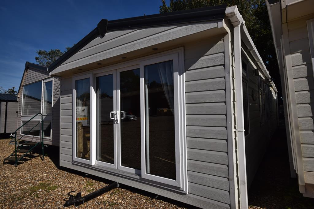 ABI Eastwood Mobile Home Exterior