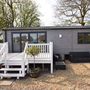 Sunrise Lodge Garden Office (5)